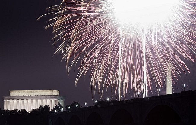 memorial bridge dc fireworks